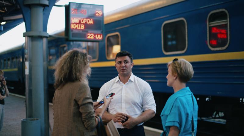 Нардепа Тищенка підловили на неправді про ціну перельоту з Ужгорода до Києва
