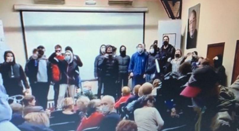 """У Москві поліція і найняті провокатори блокували закритий показ фільму """"Ціна правди"""" про Голодомор в Україні"""